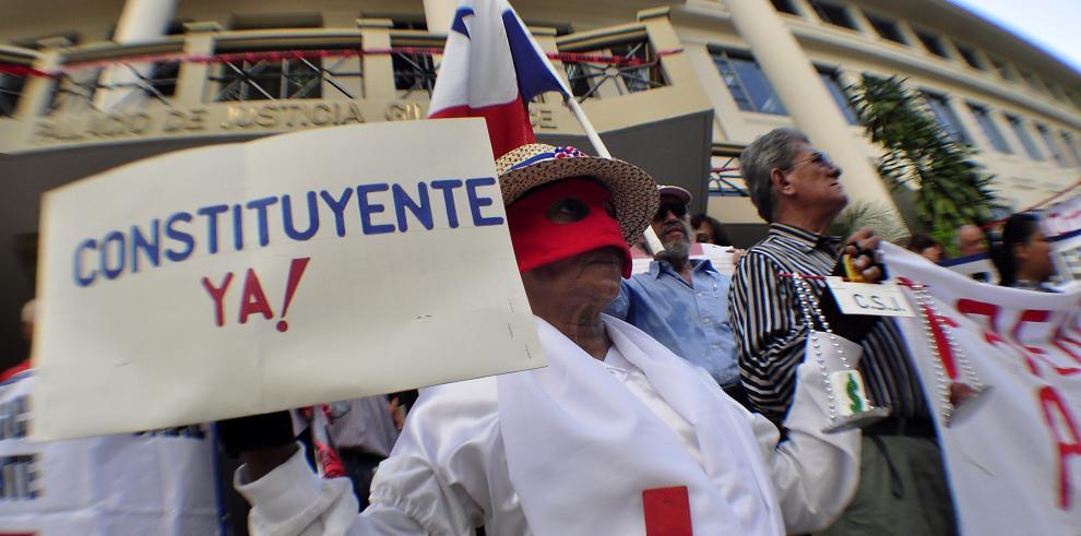Sociedad Civil protesta para pedir renuncia de Ayú Prado en la CSJ
