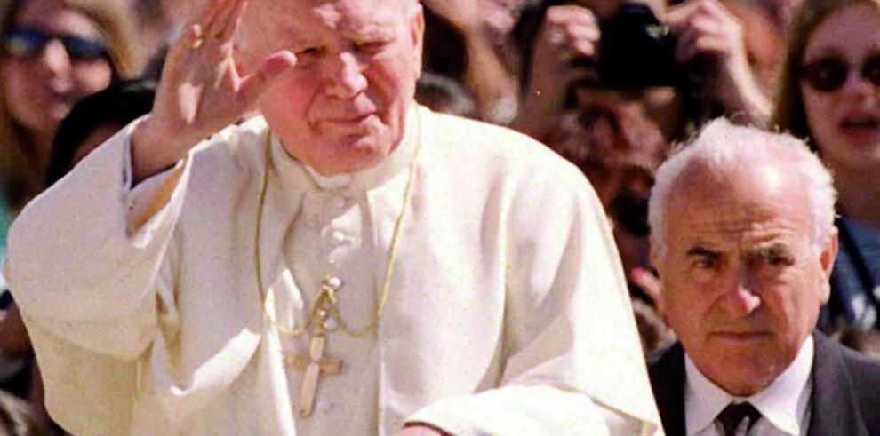 Fue broma la noticia de relación deJuan Pablo II con una mujer