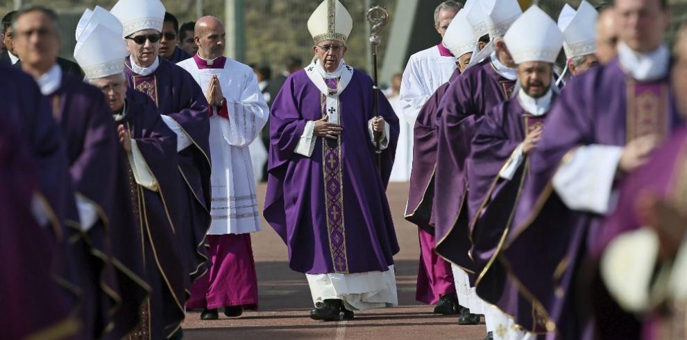 El papa llama a religiosos a no bajar los brazos ante narcotráfico y violencia