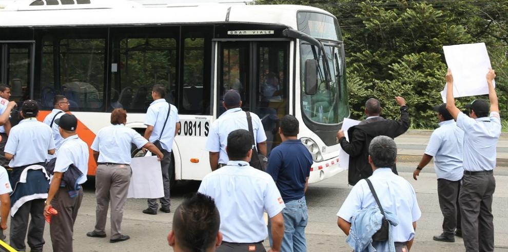 Quejas por no recontrataciones en el Metrobús