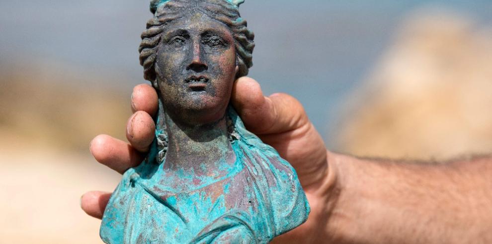 Arqueólogos israelíes encuentran restos de embarcación en Cesárea
