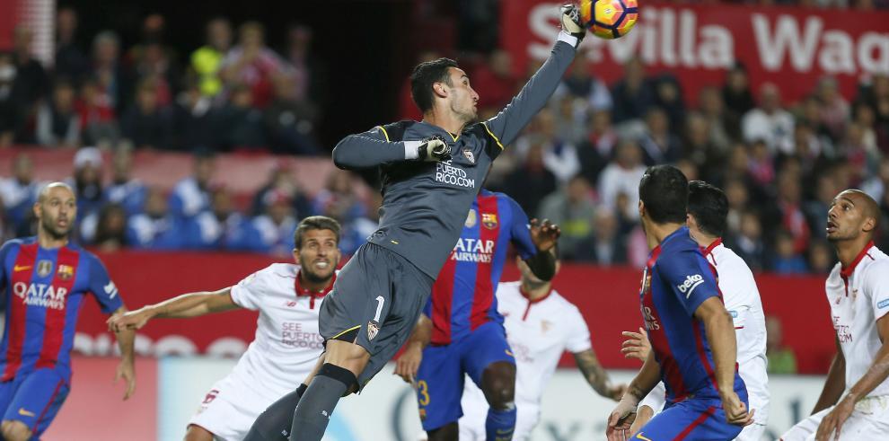 Messi y Suárez le dan la victoria al Barcelona