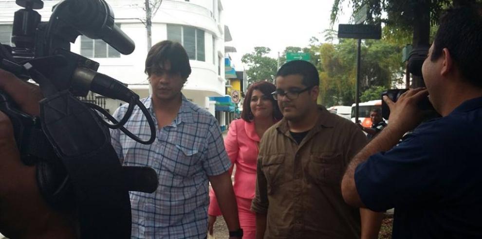 Presentan denuncia contra Amparo Medina por agredir a dos reporteros