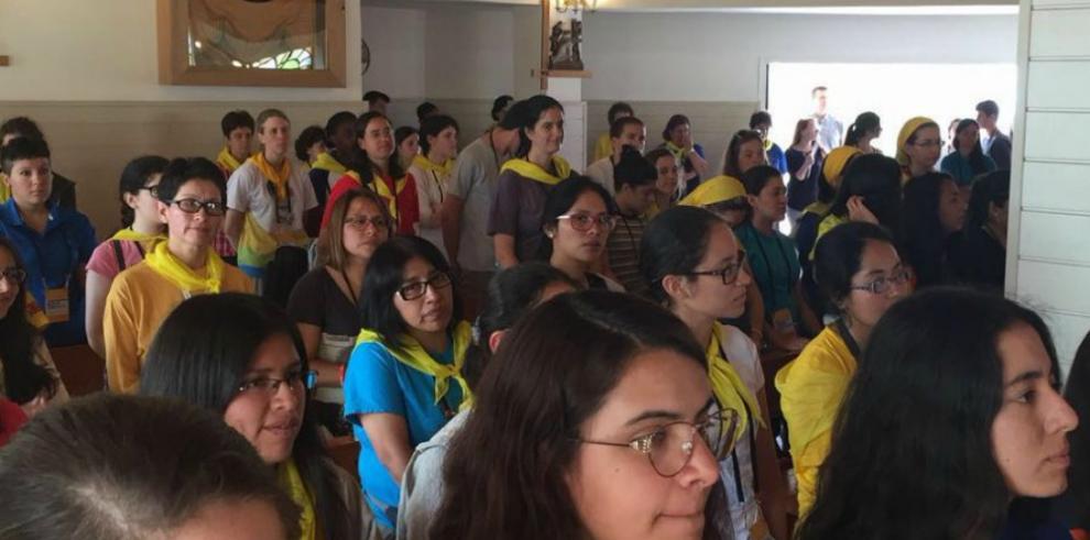 Monseñor Ulloa preside catequesis para jóvenes hispanos en Cracovia