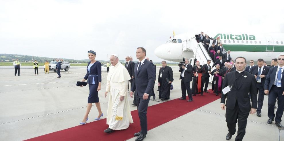 El papa Francisco llega a Cracovia para participar de la JMJ 2016