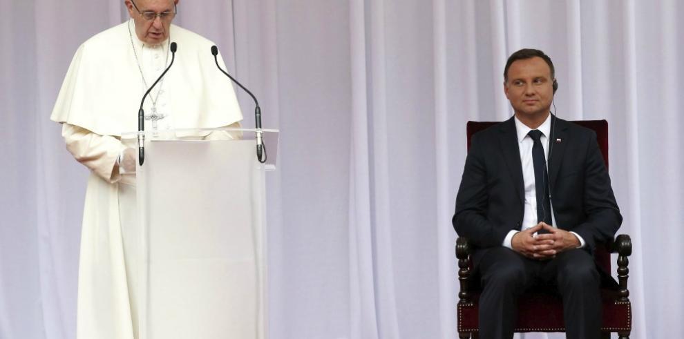 El Papa pide a Polonia disponibilidad para acoger a los refugiados