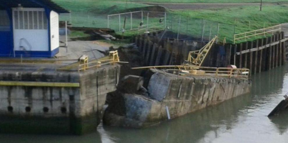 Continúan trabajos de reparación de muro en la esclusa de Miraflores
