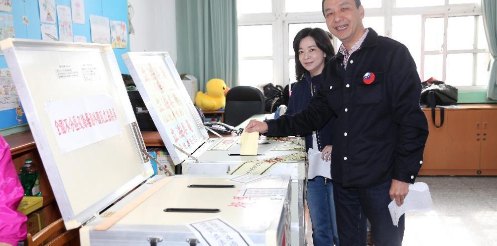 Los taiwaneses votan en elección presidencial distanciamiento con China