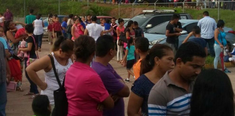 Panameños abarrotan centros de salud y policlínicas en busca de vacunas