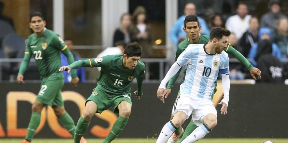 Argentina golea a Bolivia y se las verá con Venezuela en cuarto