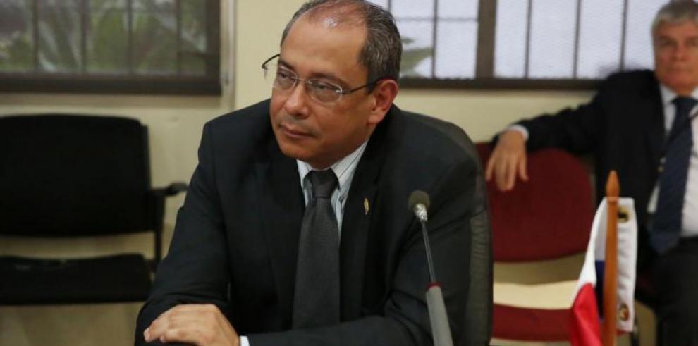 Javier Terrientes deja la cartera de Salud