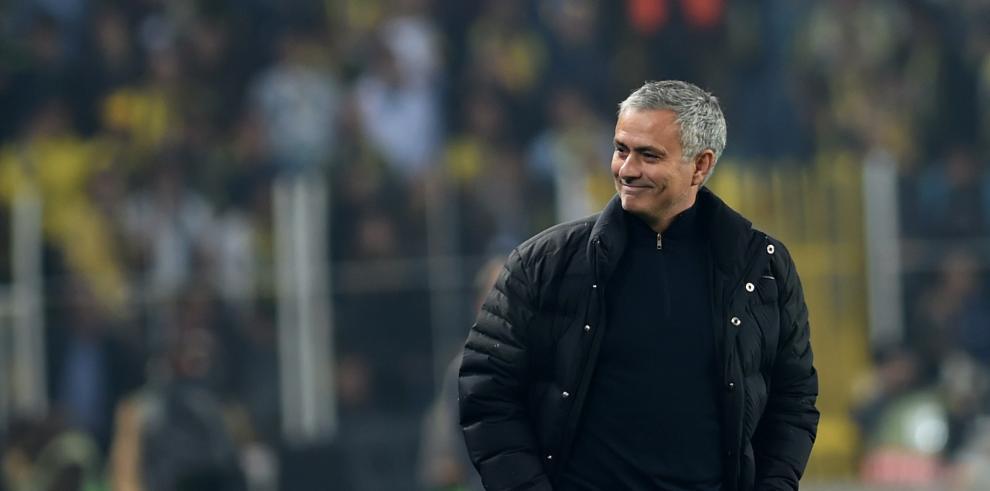 Presidente la FIFA dice que el fútbol necesita a personas como Mourinho