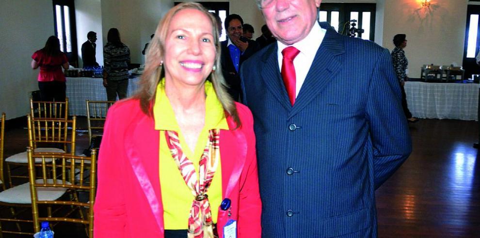 Simposio y homenaje a Raúl Leis