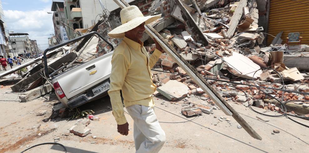Aumenta a 246 los muertos por terremoto en Ecuador, con 2.527 heridos