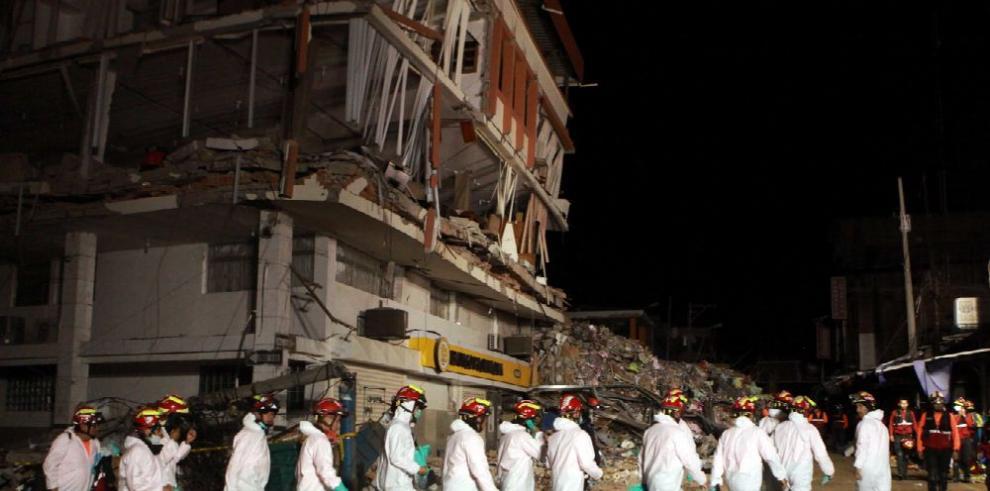 Continúan labores de rescate; socorristas no pierden la esperanza