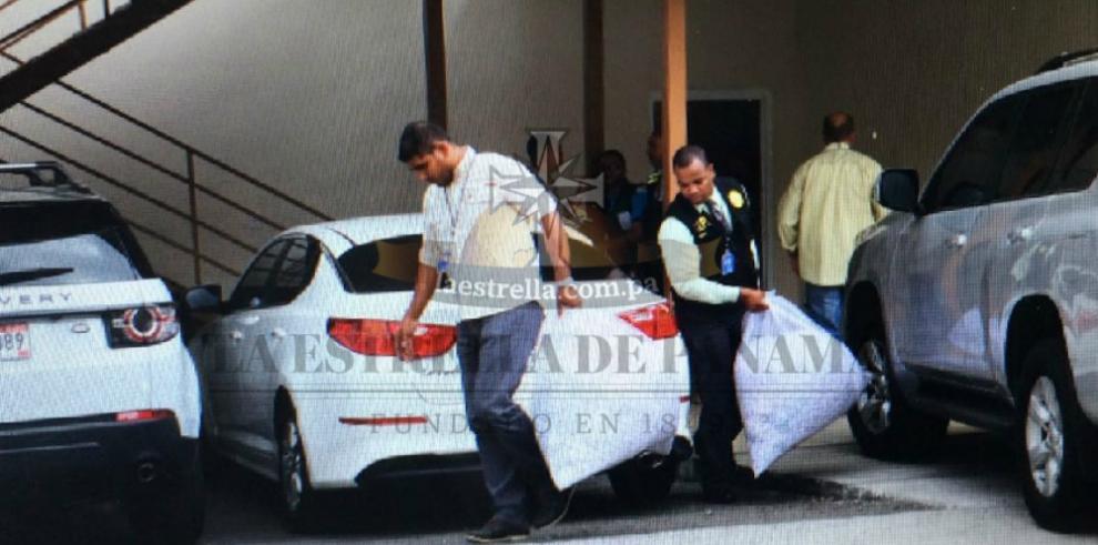 MP halla bolsas con papeles triturados en oficinas de Mossack Fonseca