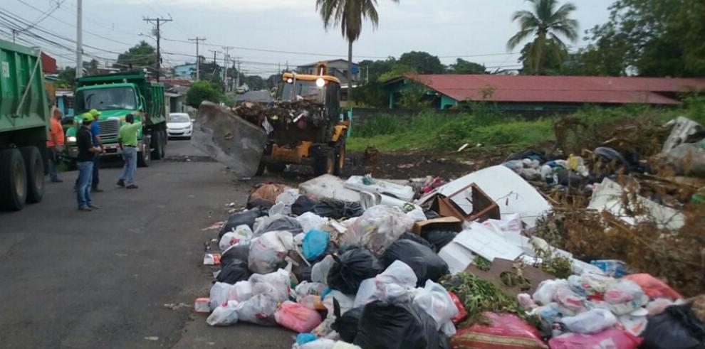Operativo de recolección de basura en Juan Díaz