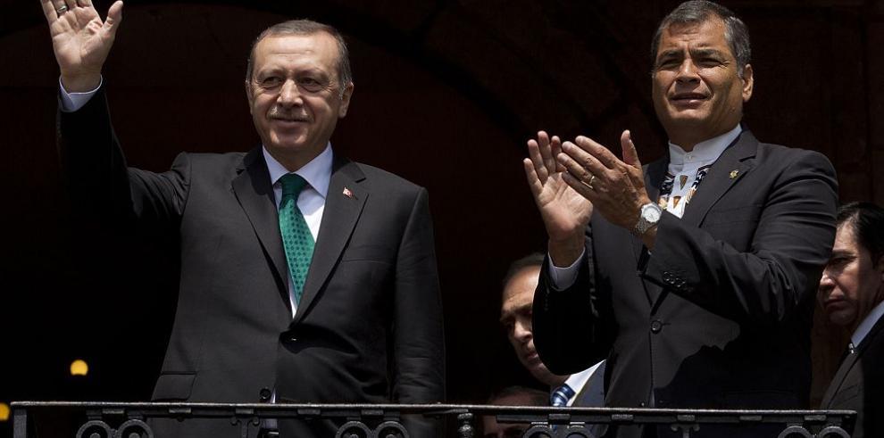 Presidente Erdogan firma acuerdo comercial con Ecuador