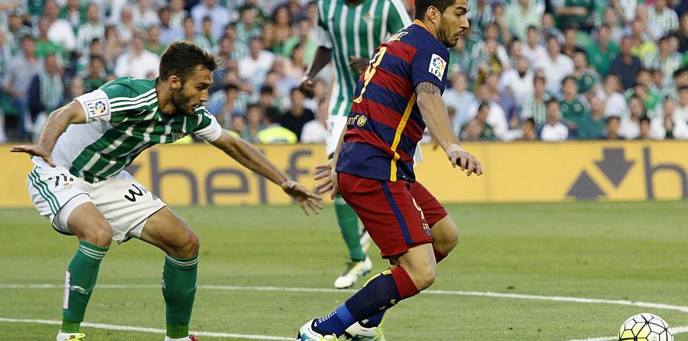 El Barcelona se mantiene líder en Sevilla