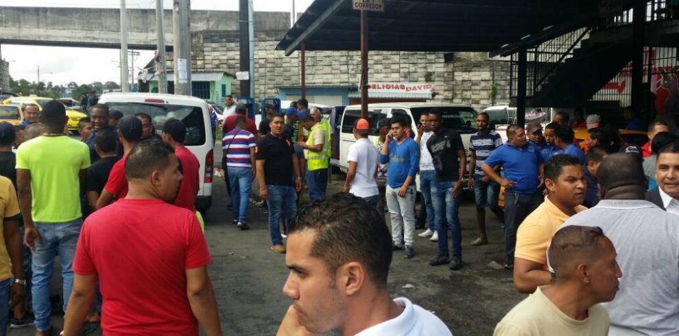 Transportistas 'piratas' levantan paro en San Miguelito