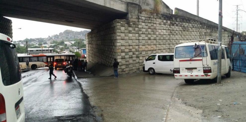 Cientos de panameños afectados por paro de transportistas