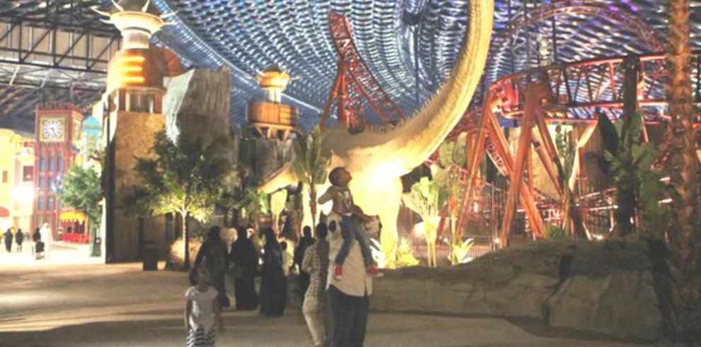 Dubai inaugura mayor parque de diversiones bajo techo del mundo