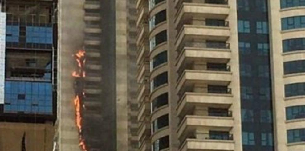 Incendio en un rascacielos de lujo en Dubái está controlado y sin víctimas