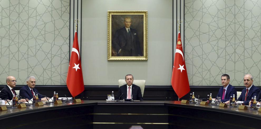 Erdogan dice que hay 11,000 detenidos por intento de golpe de Estado