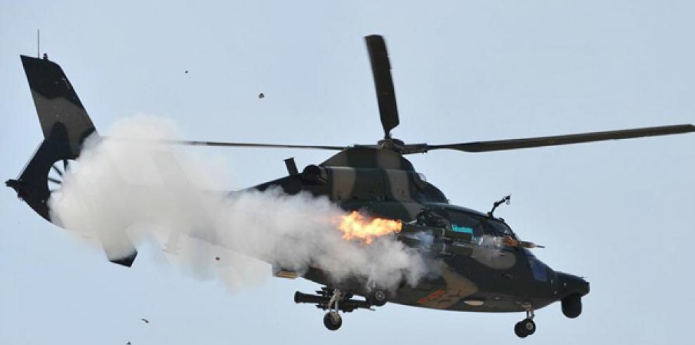 Mueren 12 soldados al estrellarse helicóptero de ejército indonesio