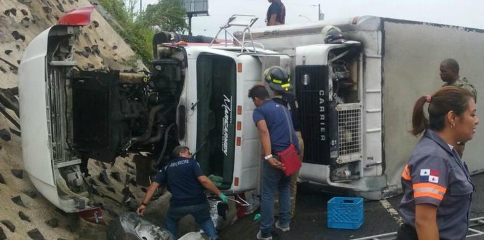 Vuelco en la Autopista Arraiján-La Chorrera deja tres heridos