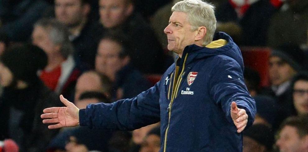 Arsenal se aleja de la punta en Inglaterra