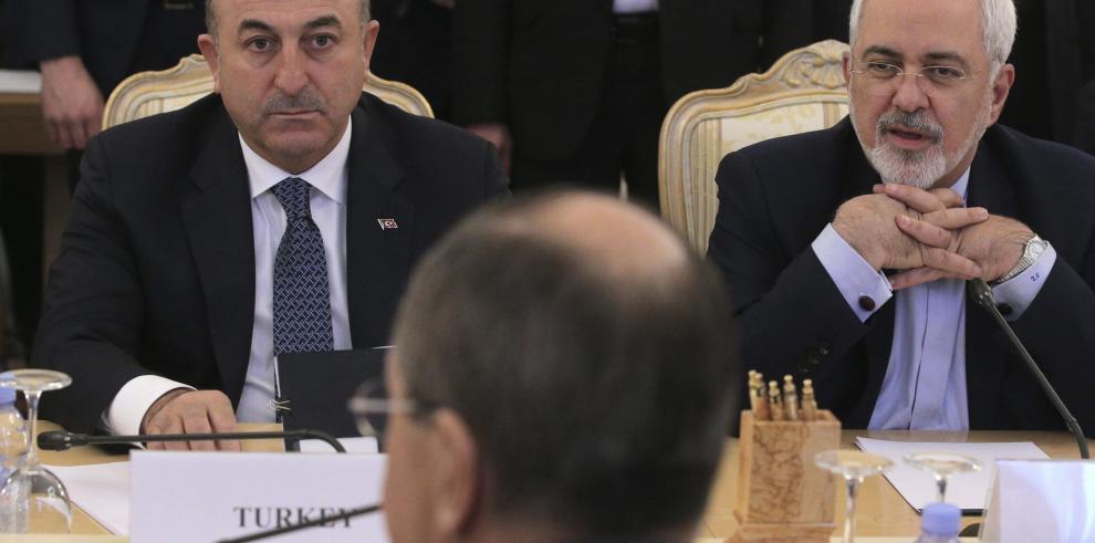 Rusia, Turquía e Irán aprueban declaración para proceso de paz sirio