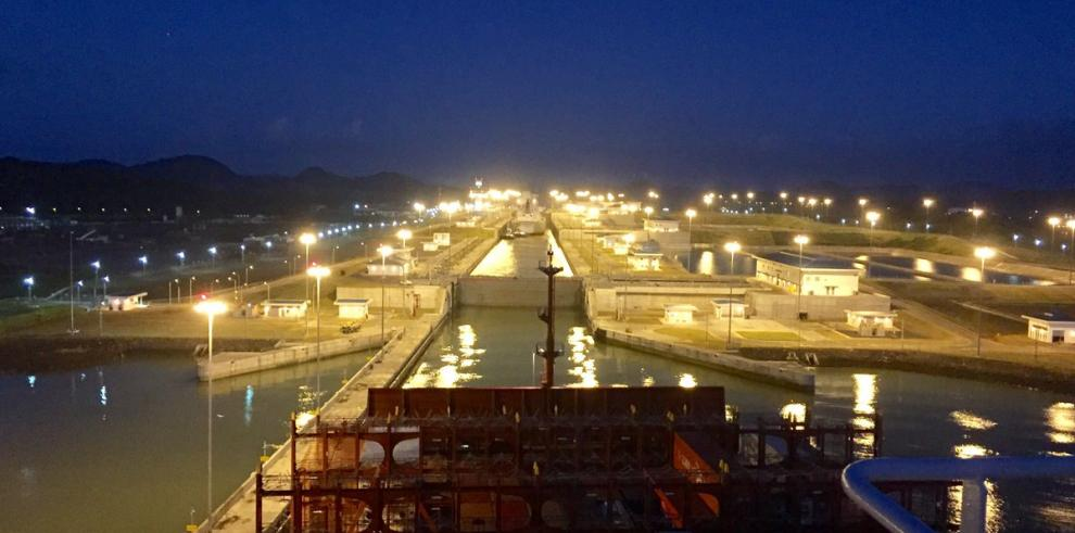 Valparaíso Express, mayor buque en cruzar la ampliación del Canal