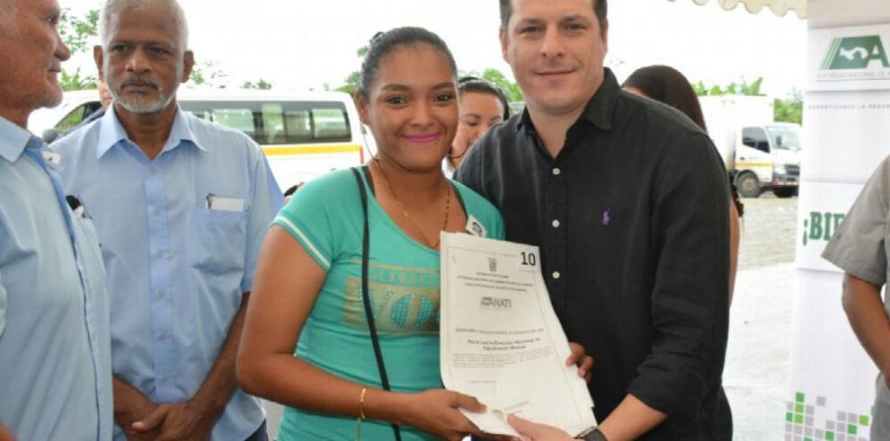Anati entrega títulos de propiedad a 107 familias en Bocas del Toro