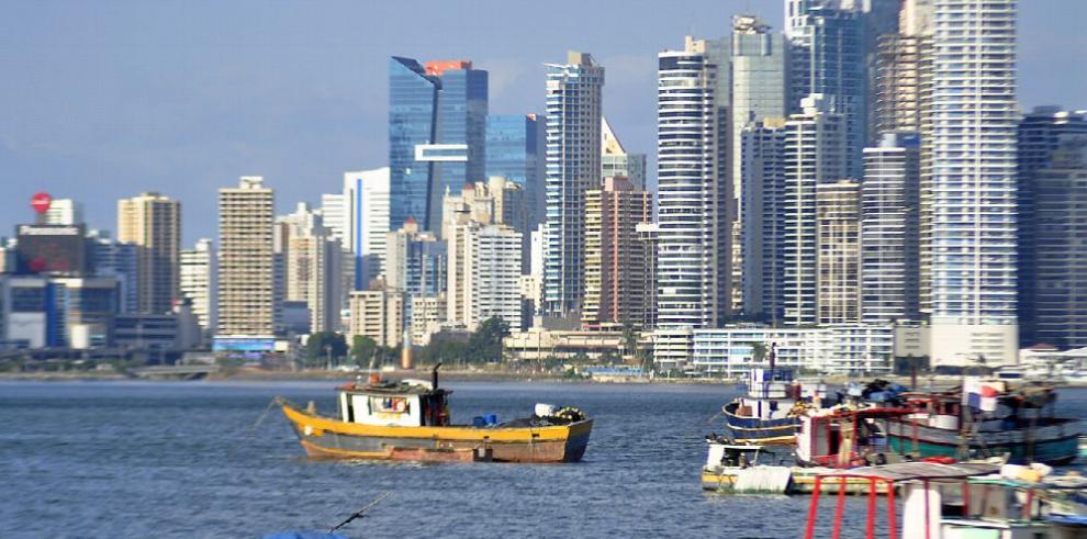 Centro financiero de Panamá sortea amenazas externas