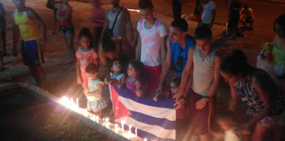 Cubanos hacen vigilias para exigir abrir frontera