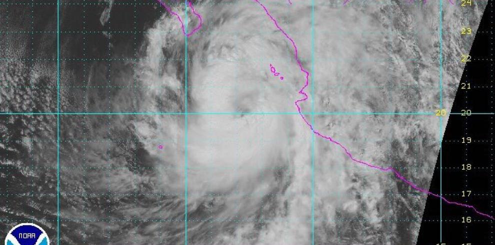 Tormenta Newton cobra fuerza de huracán