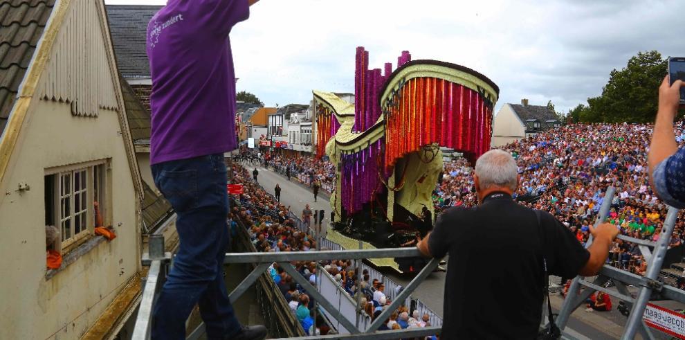 Desfiles de carrozas decoradas con dalias en Países Bajos