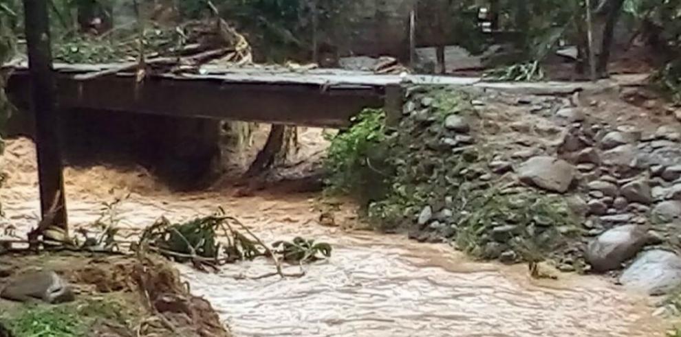 Al menos 50 viviendas afectadas por inundación en Paso Canoas