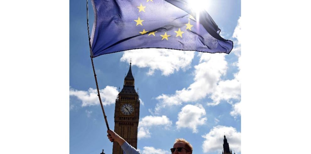 Partidos británicos en crisis y Escocia en pie de guerra por el brexit