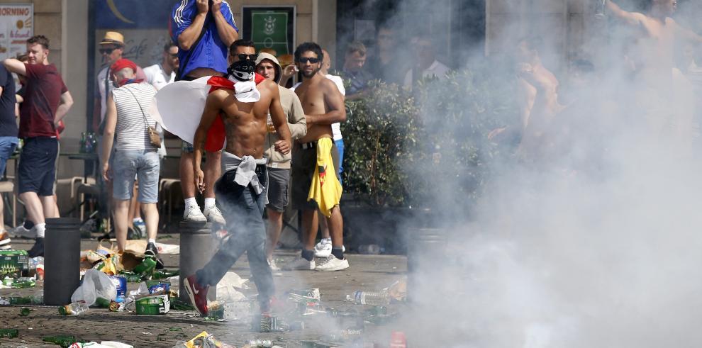 Enfrentamientos en Marsella entre hinchas de Inglaterra y Rusia