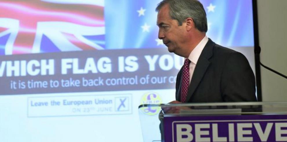 PE exige al Reino Unido que salga con Farage como protagonista