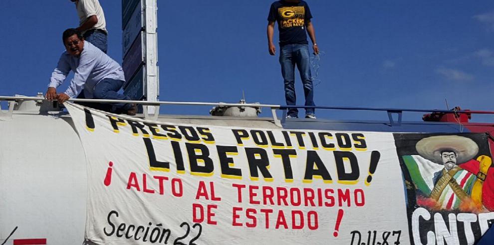 Maestros mexicanos reactivan protestas