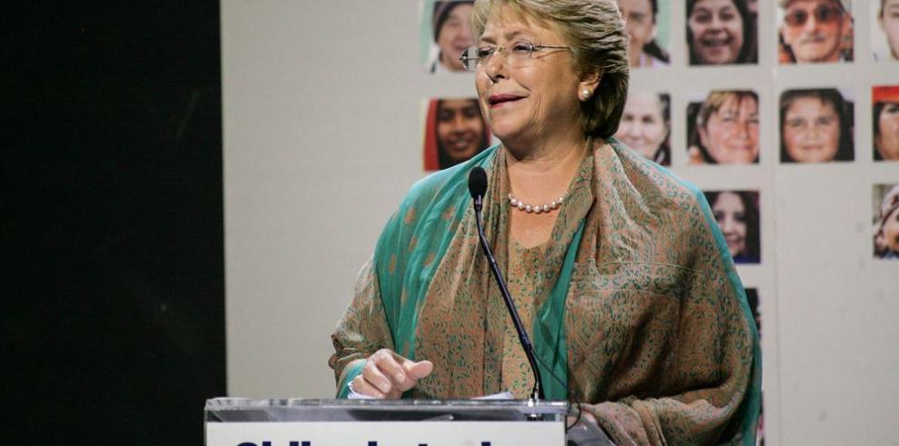 Michelle Bachelet promulga ley que modifica su reforma tributaria