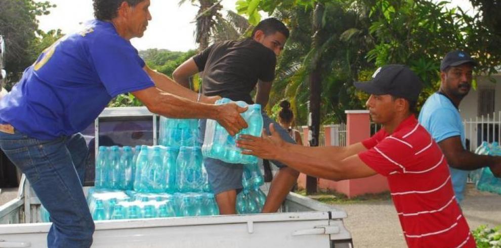 Gobierno comprará 20 mil cajas de botellas de agua