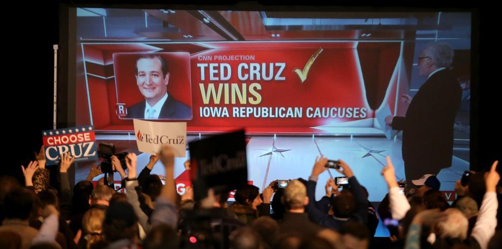 Clinton y Cruz arrancan al frente en primarias partidarias en EEUU