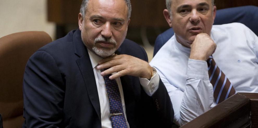 Ultranacionalista asume Ministerio de Defensa israelí