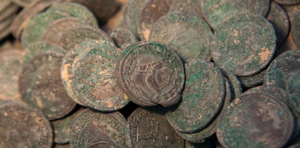 Encuentran 19 ánforas con monedas del siglo IV después de Cristo