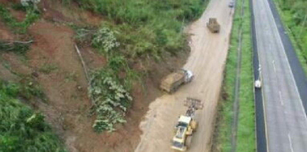 Continúan los trabajos de remoción de escombrosen la vía Centenario