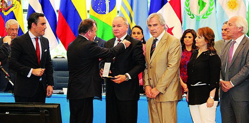 Chile ofrece condecoración